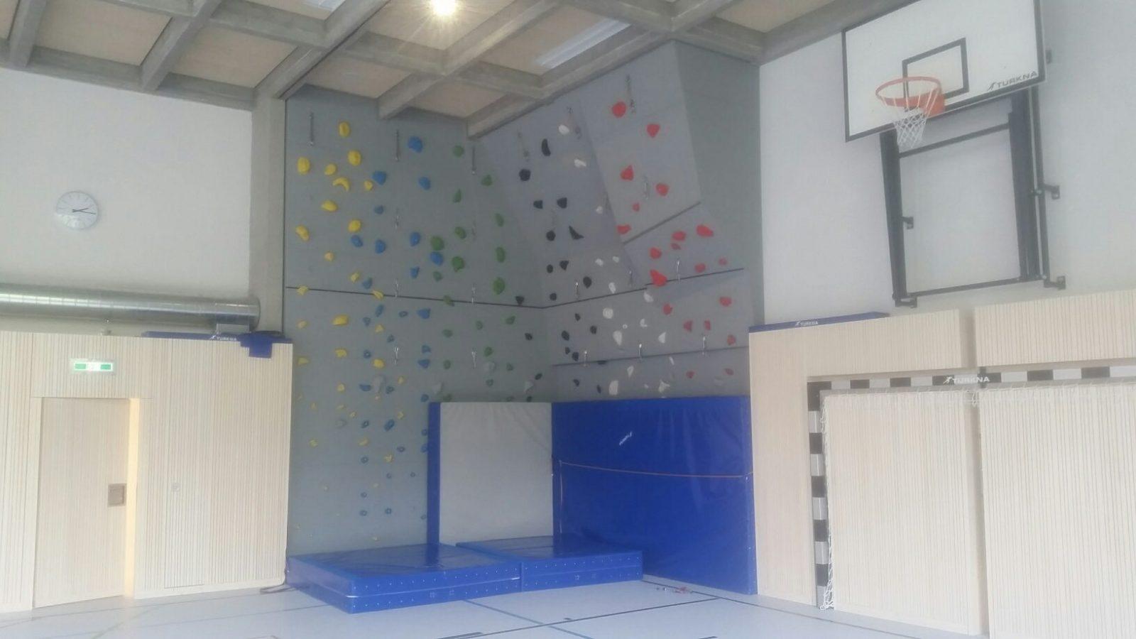 Kletterwand Kettenbruecke Schule